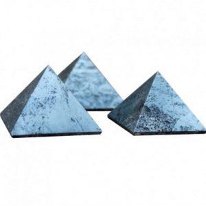 pyramide en hématite