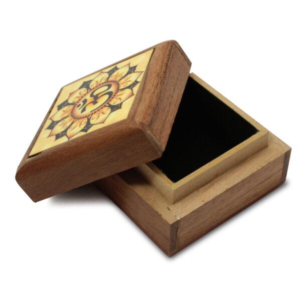 Petit boite décorée Om