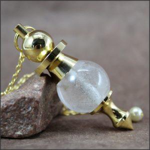 Pendule cristal de roche et laiton