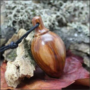 Pendule en bois de prunier